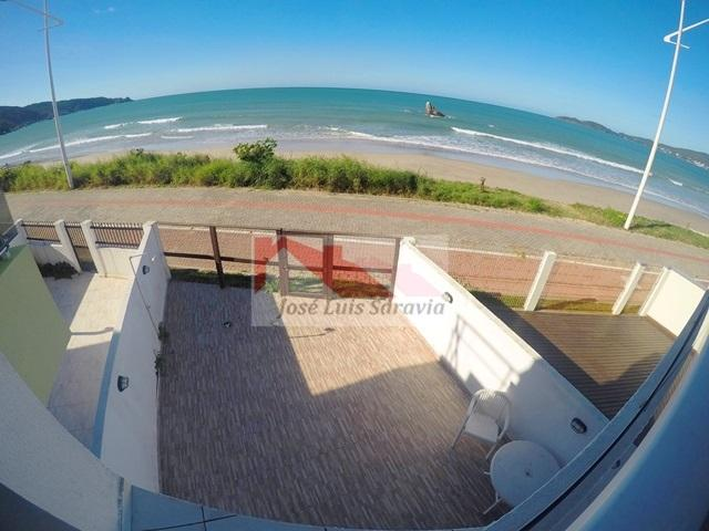 Dúplex geminado de frente para o mar (pé na areia) para 8 pessoas em Bombas