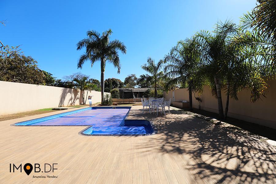 Condomínio Mansões Itaipú - 3 quartos, 1 suíte, piscina e churrasqueira - Linda!
