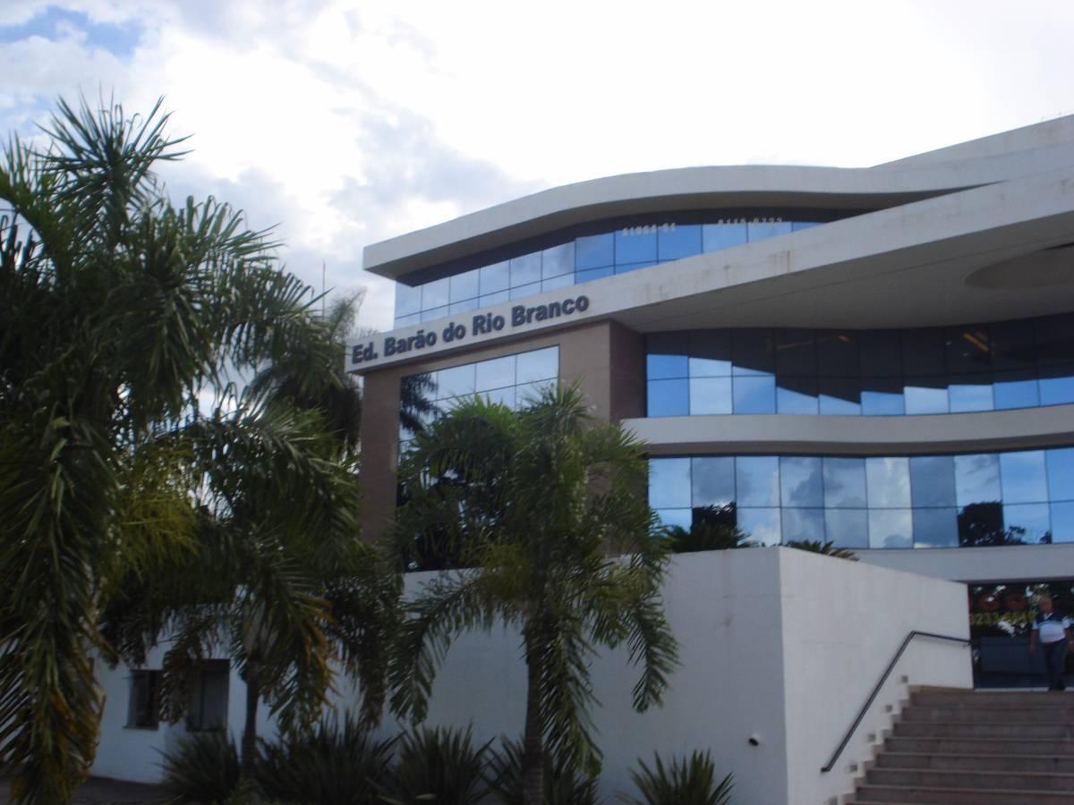 Duas salas conjugadas no Edifício Barão do Rio Branco próximo ao TJDFT