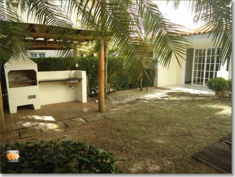 Casa duplex 3 suítes dependência 2 vagas área externa com churrasqueira e hidro