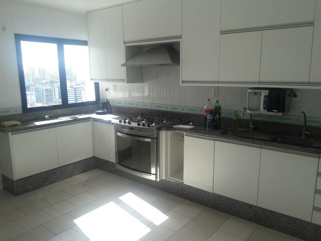 Apartamento na Pituba, 4/4 sendo 3 suites, vista mar,  4 vagas , 268 m²,CONFIRA!