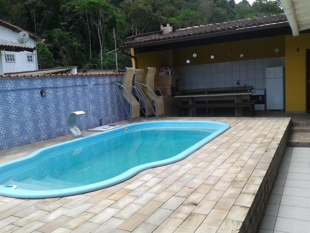 Maravilhosa casa, totalmente modificada com 04 dormitórios e piscina - Verolme