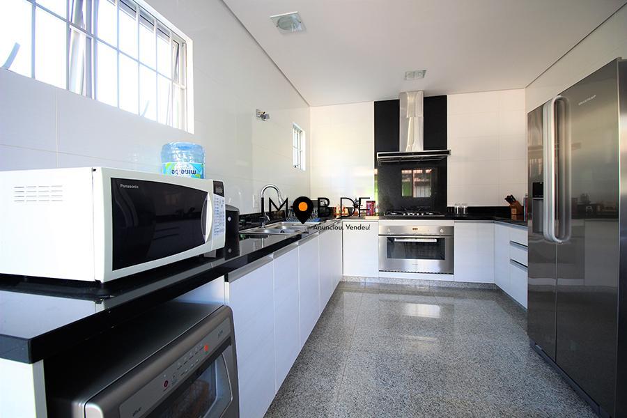Casa térrea - 350m² - 3 quartos, sendo 2 suítes e área de lazer!