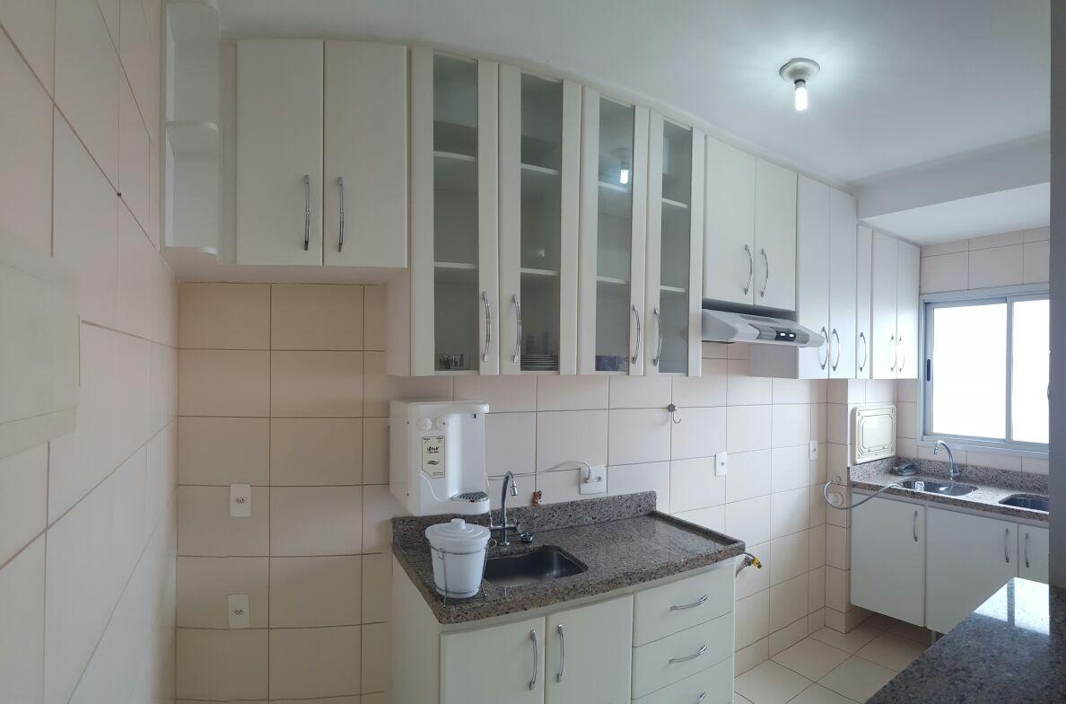 Apartamento 3 quartos c/suíte,armários em 2 quartos,banheiros e cozinha S/ sul