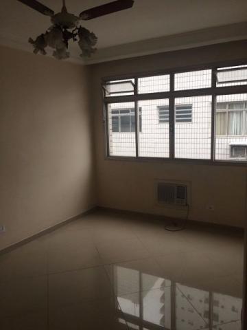 Apartamento com 2 dormitórios com 2 banheiros.