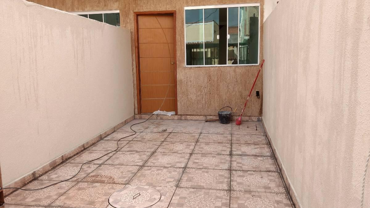 Casa independente com 02 qts e vaga de garagem em Nilópolis
