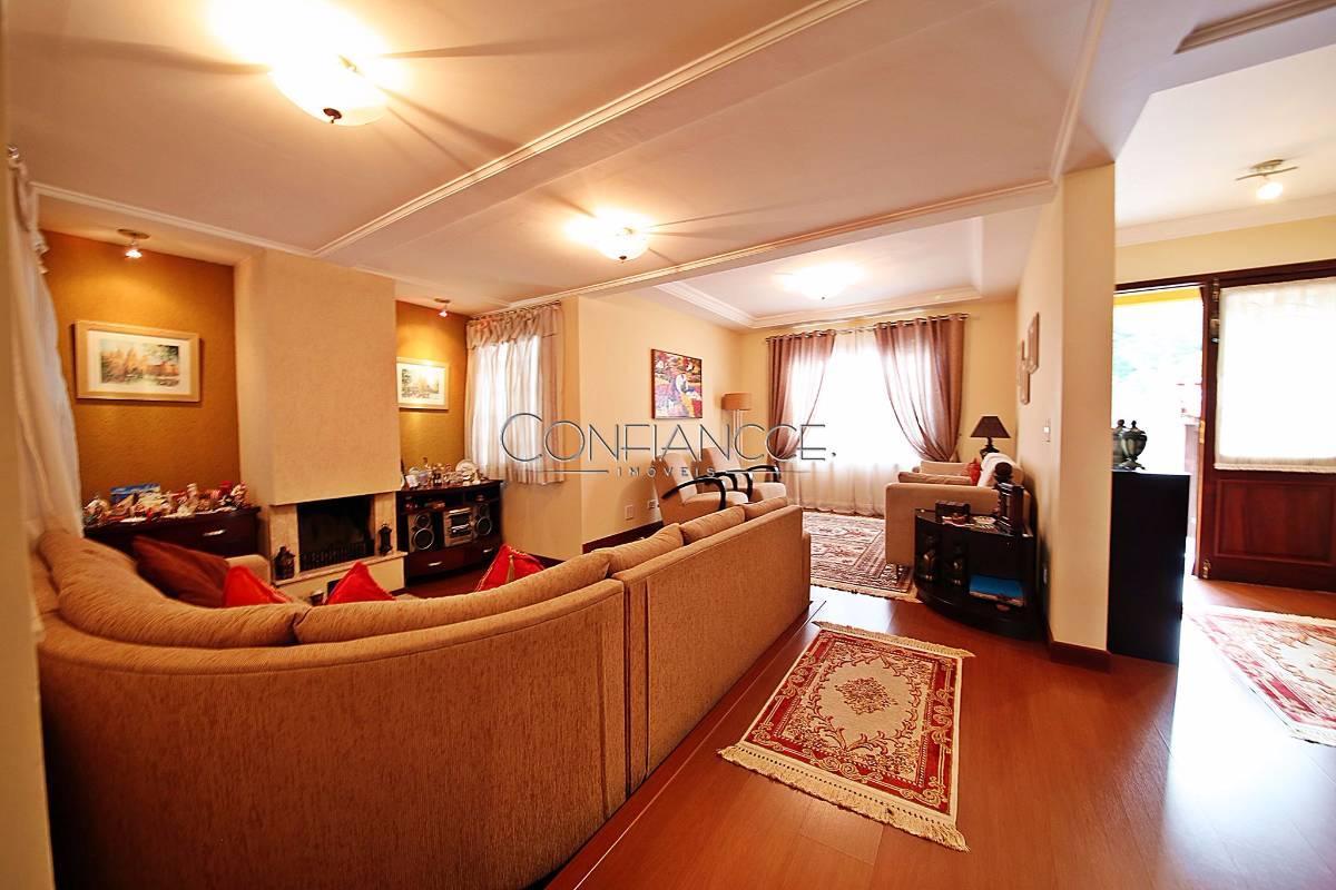Linda casa com 03 quartos no São Lourenço - Curitiba - PR.