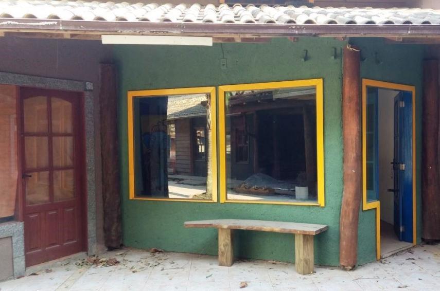 Arrendamento anual de loja no centro da Praia da Ferrugem