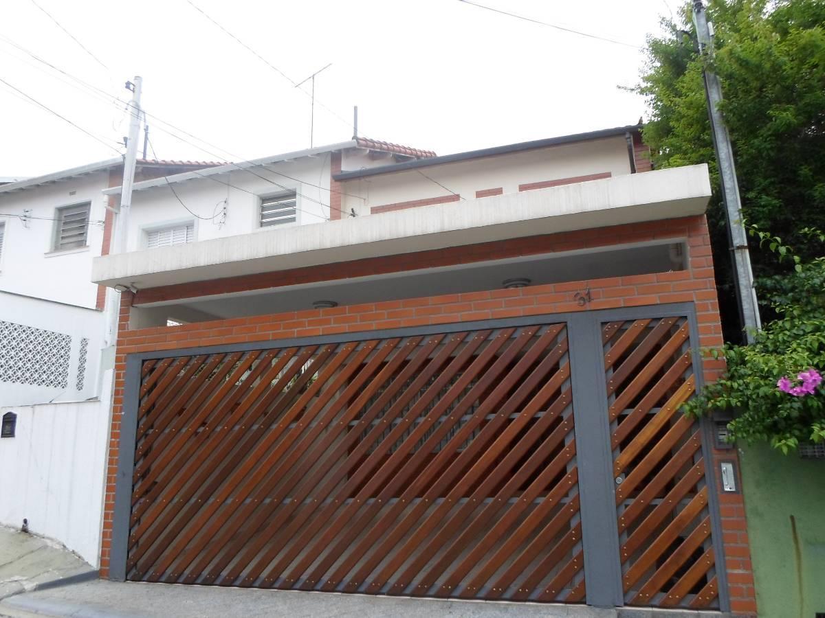 Sobrado - 3 Dormitórios/ Suíte - Impecável - Garagem 2 autos.