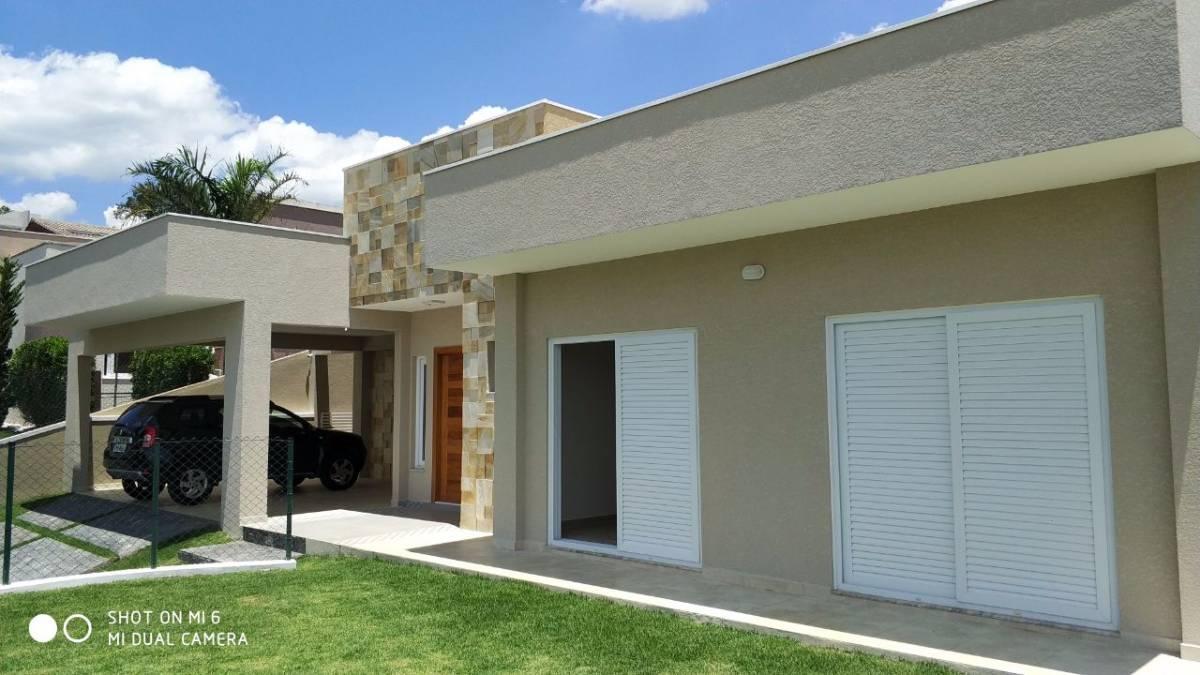 Casa plana , linda no Condomínio Serra da Estrela em Atibaia