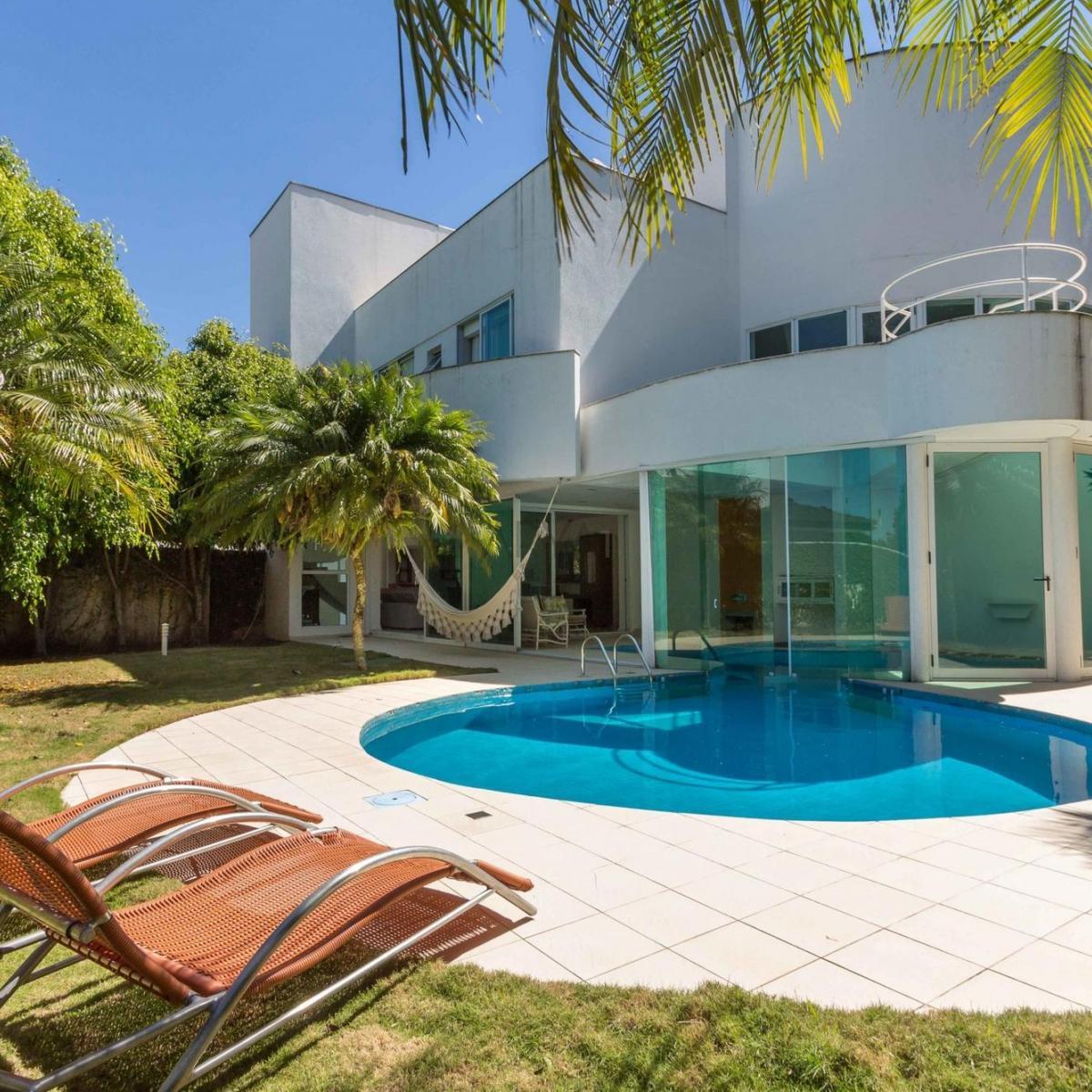 http://www.infocenterhost2.com.br/crm/fotosimovel/351621/93885741-casa-em-condominio-curitiba-campo-comprido.jpg