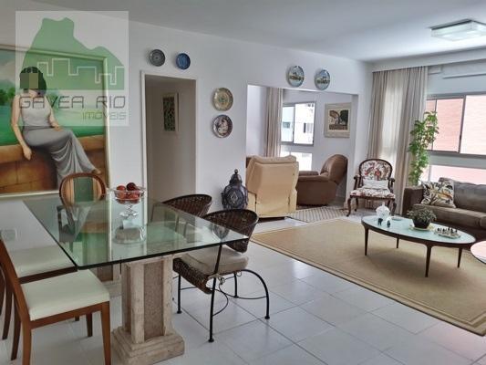 Amplo apartamento (136m² no IPTU) , em bom estado, silencioso , claro e arejado