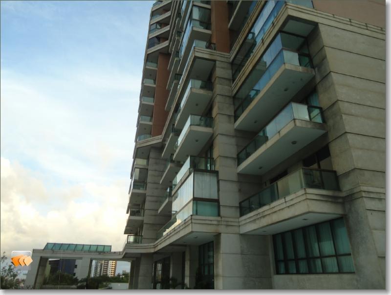 Apartamento 1/4 sala amplo 1 vaga bem localizado perto da praia!