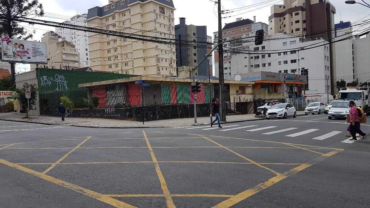 IMÓVEL DE ESQUINA EM LOCALIZAÇÃO NOBRE - BAIRRO BATEL