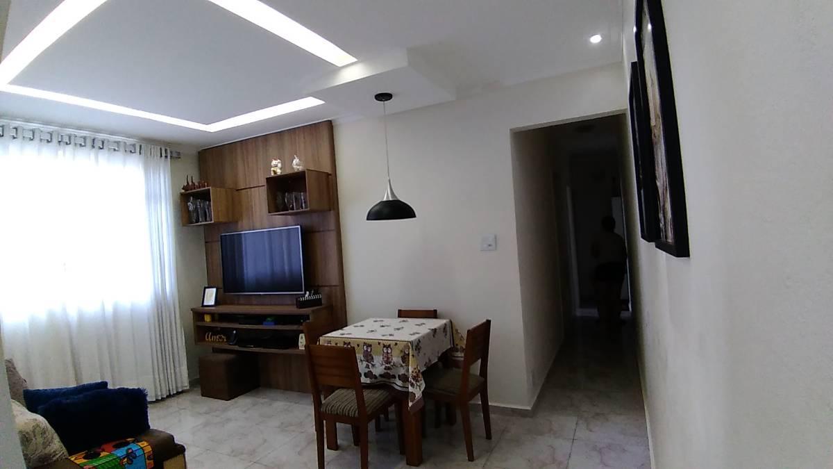 Apartamento de 2 dormitórios completamente reformado em Santos