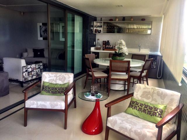 Apartamento no Colina A de Patamares, 3 suítes com 195 m², 3 vagas, vista mar.
