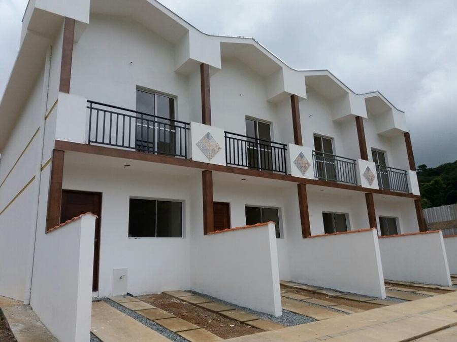 Bela Casa em Condomínio 2 dorms - em Cotia - Confira.