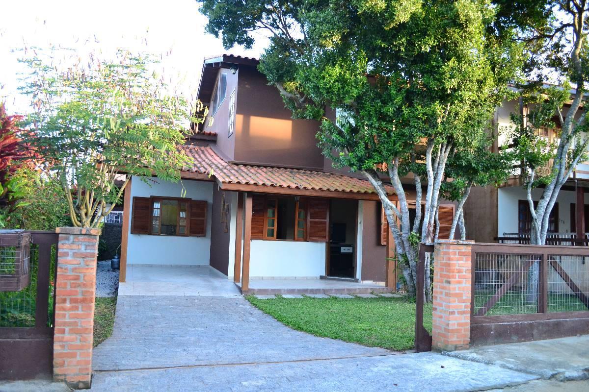 Casa com 170 M²  quatro quartos, Ingleses do Rio Vermelho, Florianópolis.
