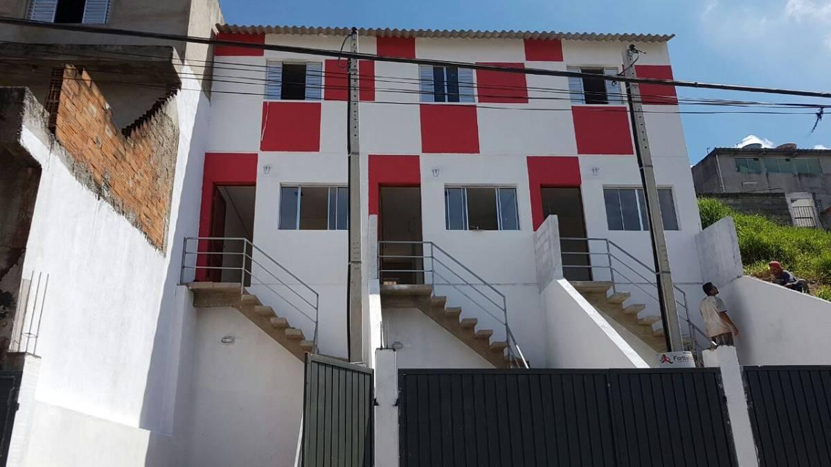 Casa para venda. Com 71 metros - 2 quartos com quintal e garagem