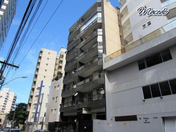 Apartamento de frente, 02 Quartos, mais 01 reversivel, salas , varanda grande