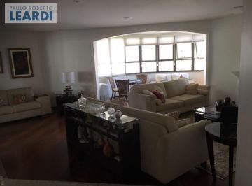 Apartamento à venda - no Campo Belo