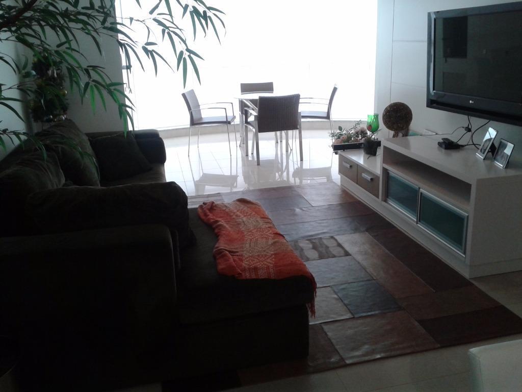 Apartamento residencial à venda, Quadra Mar Centro, Balneário Camboriú.