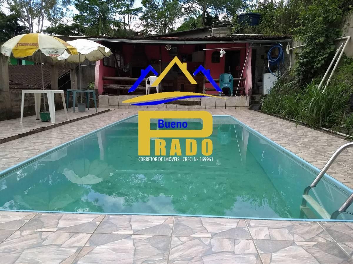 Bela chácara para moradia em Juquitiba, com piscina, lareira e chalé.
