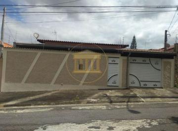 Casa · 220m² · 3 Quartos · 5 Vagas