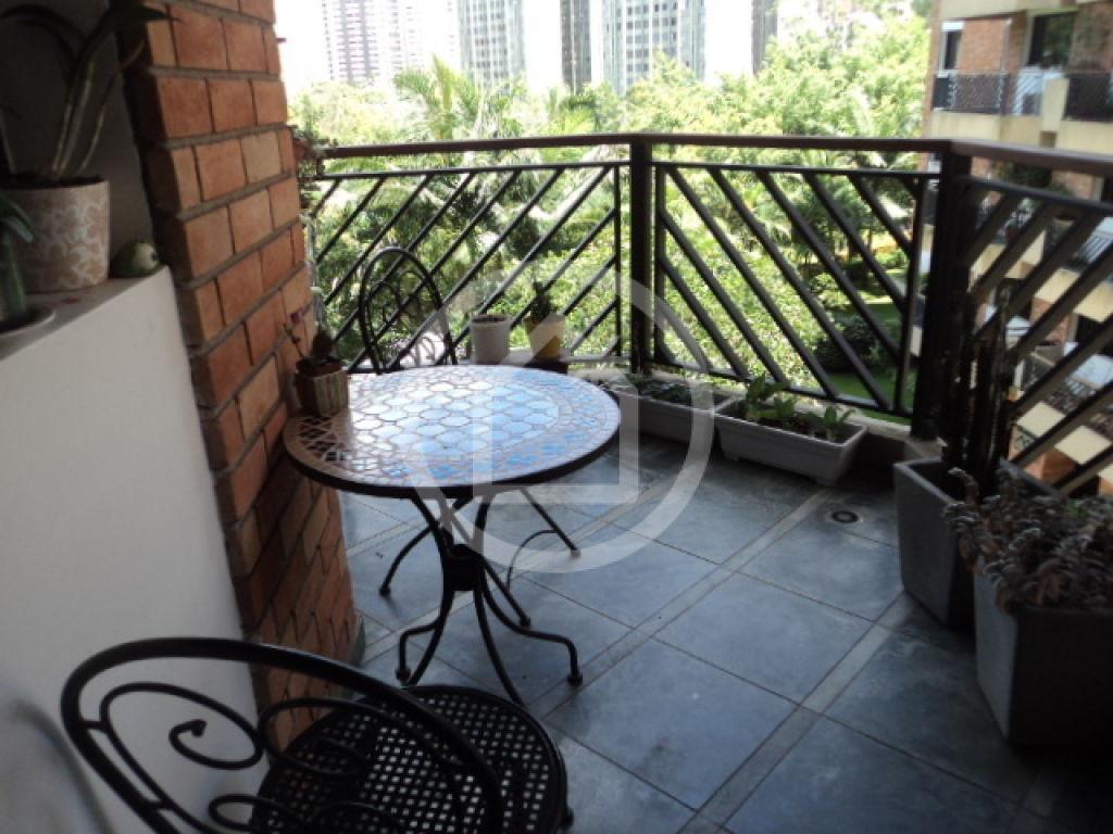 150m² 4 dorm, 3suites , 2vgs, dep. terraço, com localização previlegiada.