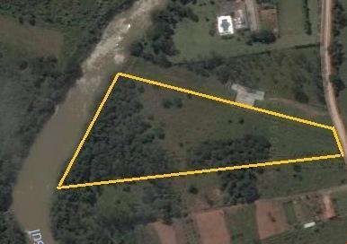 Sítio à beira rio no bairro Figueira Grande - Santa Branca