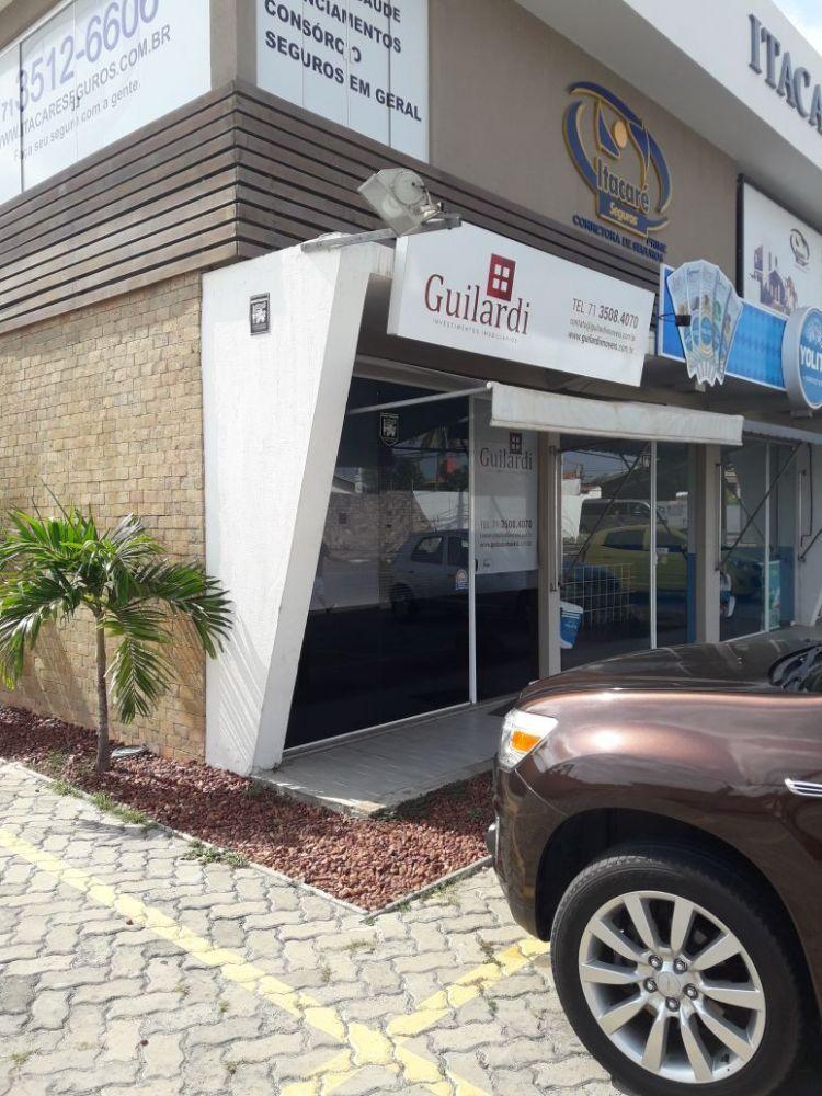 Loja em centro comercial em Vilas do Atlântico com amplo estacionamento.