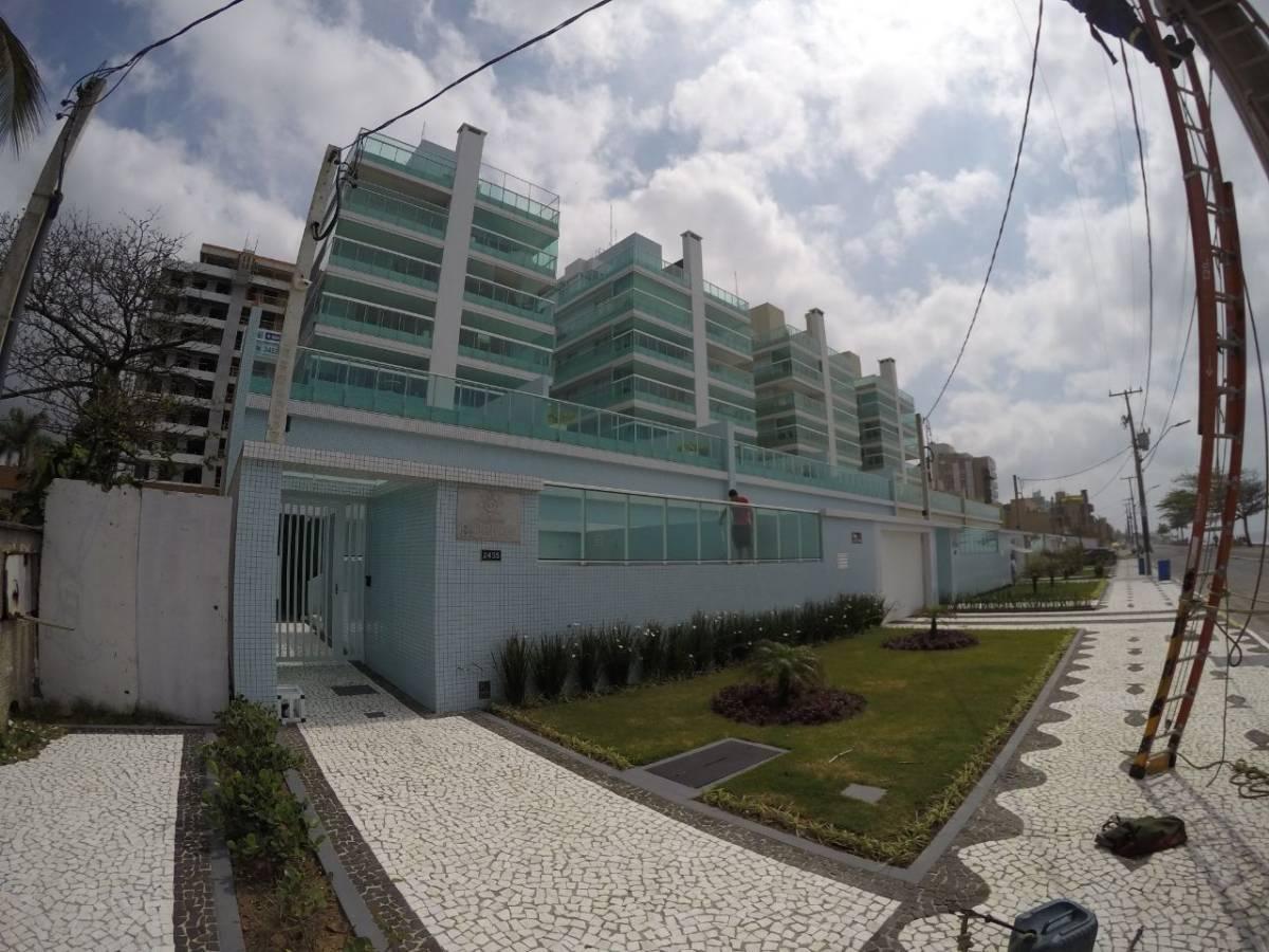 Lindo apartamento a beira mar 03 dormitórios em Caiobá