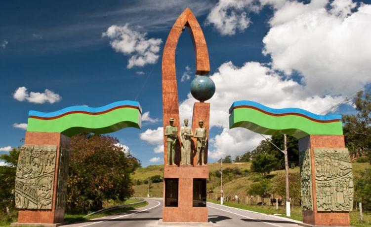 TERRENO 2000 M2 EM GUARAREMA !!!! 30 MINUTOS DE SÃO PAULO