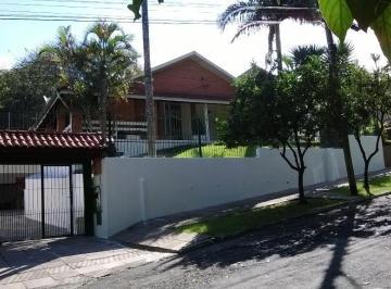 Casa · 199m² · 3 Quartos · 4 Vagas