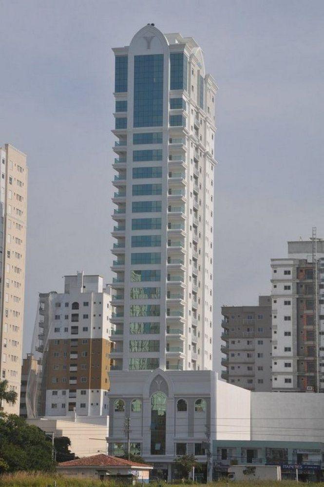 Excelente Cobertura Duplex de frente para avenida Nereu Ramos em Itapema Meia Praia SC.