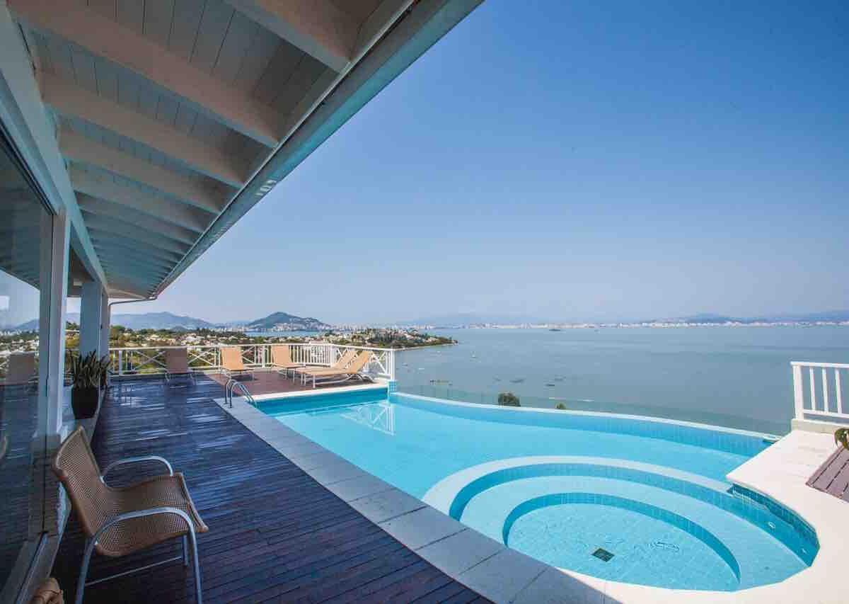 Belíssima mansão em condomínio de luxo em Florianópolis