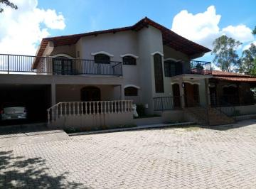 Casa · 700m² · 4 Quartos · 2 Vagas