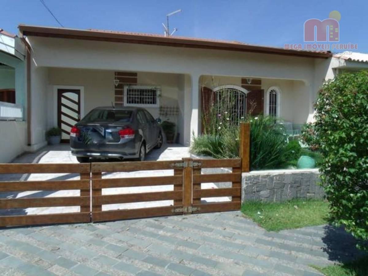 Casa com 3 dorm, (1 suite) á 250 metros da praia