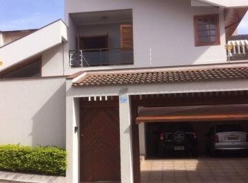 Casa · 220m² · 4 Quartos · 4 Vagas
