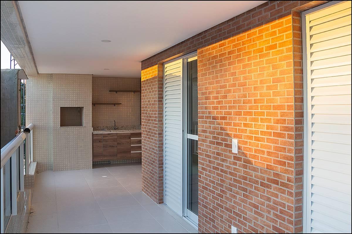 Apartamento Praias del Mar 2 dorms (1 suíte) 1 ou 2 vgs + lazer completo