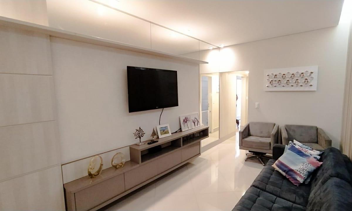 AV. CONTORNO - Casa reformada, 03 quartos, aceita financiamento e FGTS!!