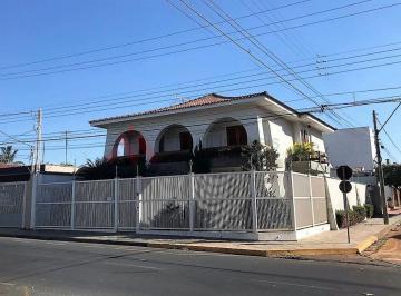 Casa · 365m² · 4 Quartos · 4 Vagas