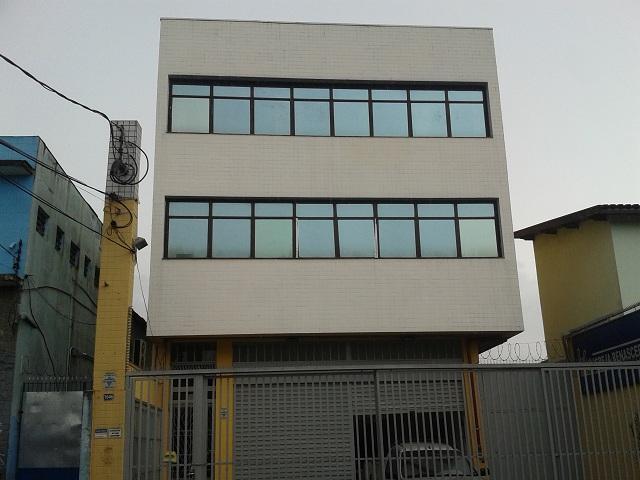 Prédio comercial para locação na Vila Galvão com 870 m² de área cosntruída
