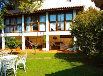Casa · 1050m² · 6 Quartos · 8 Vagas