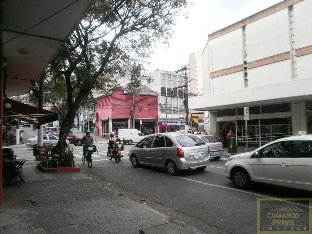 Ótima Loja em Pinheiros toda reformada em Rua de grande fluxo de pedestre!