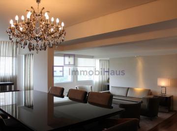 Apartamento · 220m² · 2 Quartos · 2 Vagas