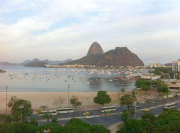 Charmoso e confortável conjugado na Praia de Botafogo!