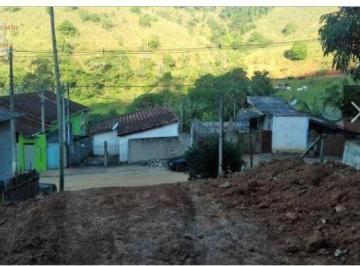 Ótimo Terreno no Centro de Monteiro Lobato