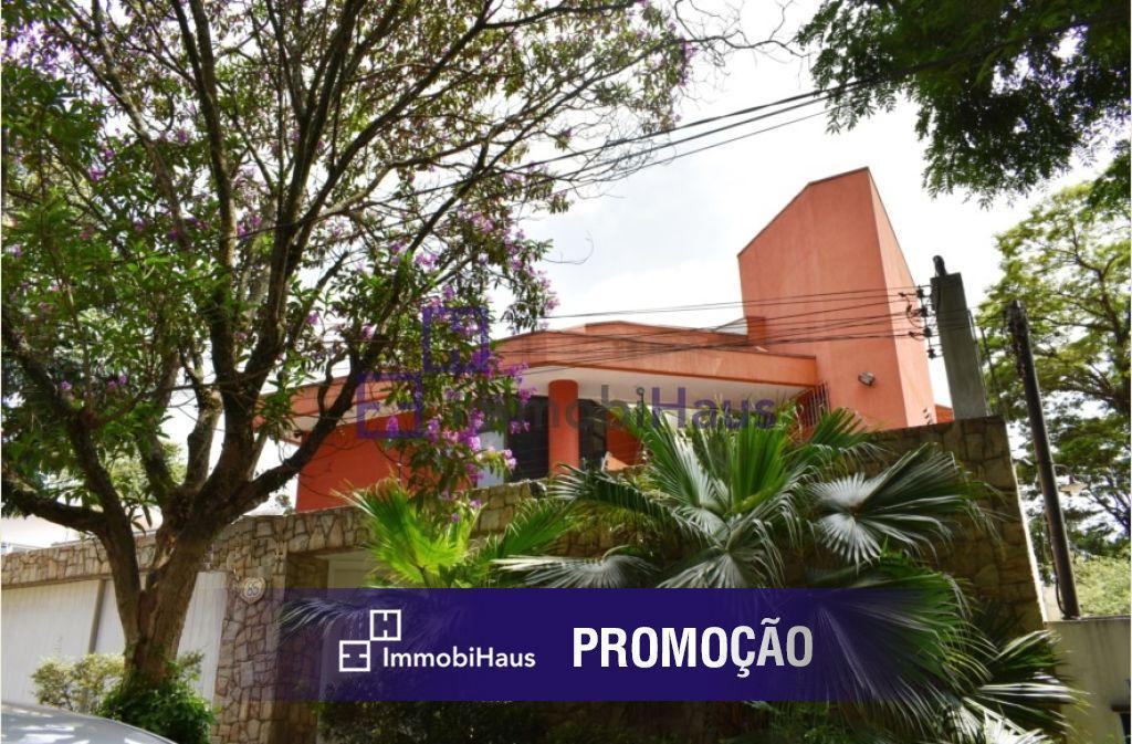Linda casa em Vila Fechada com segurança 24hs.