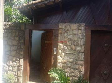 Casa · 218m² · 5 Quartos · 4 Vagas
